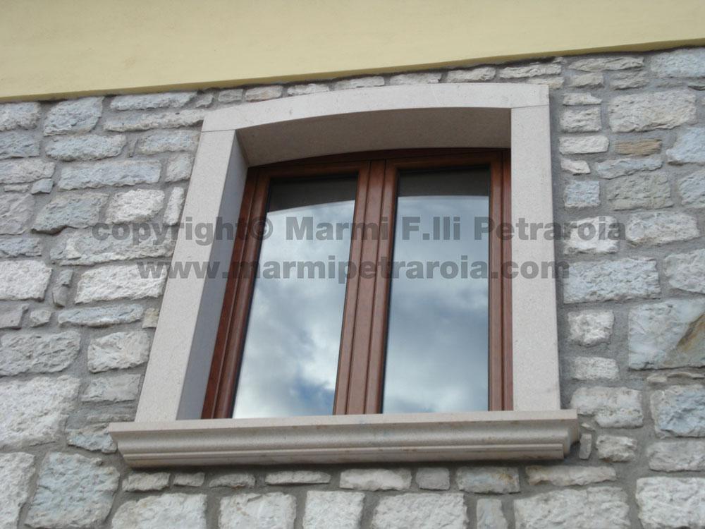 Cornici in marmo per finestre
