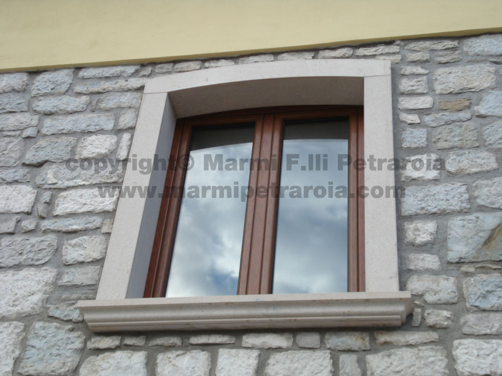 Cornici finestre in pietra